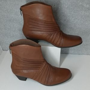 Rockport boots new with out box